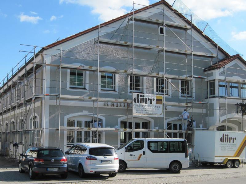 Gerüst der Firma Dürr an einer Hausfassade.